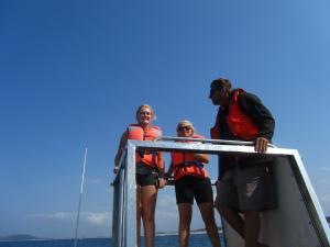 IMG 3397 - Madelief en Nicole op walvistocht